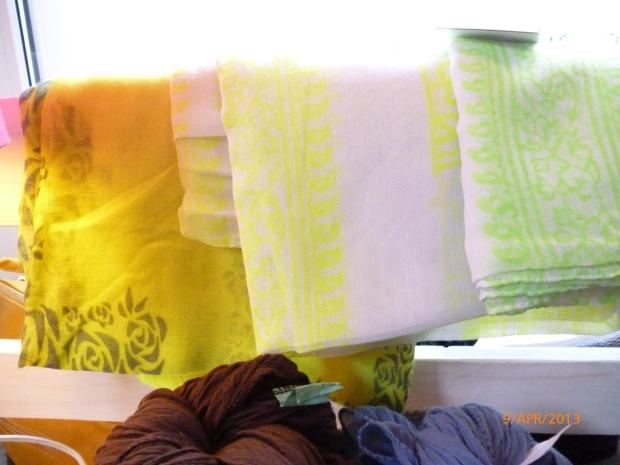 Tücher in Neonfarben
