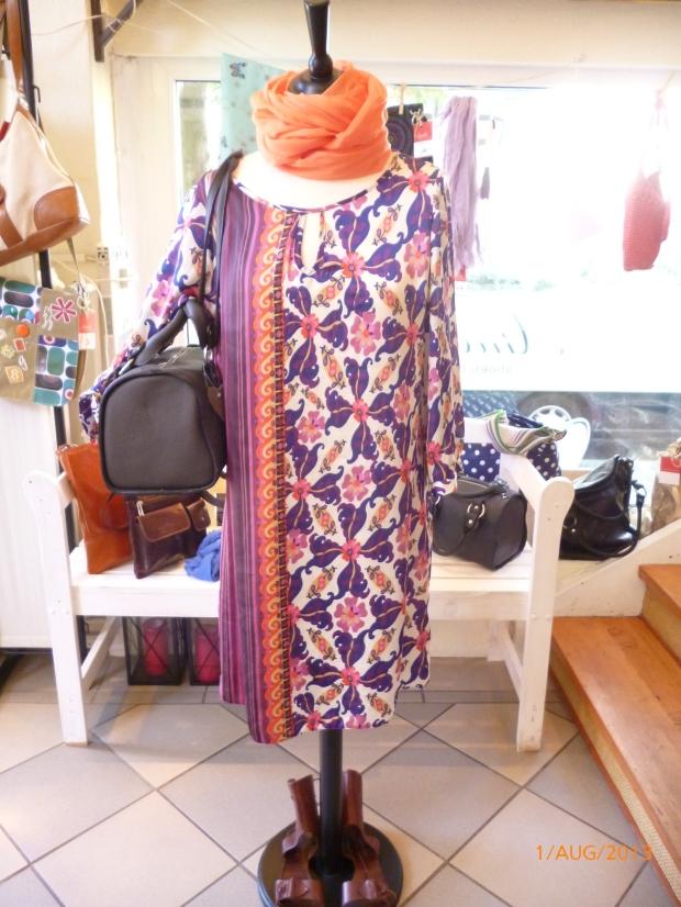 tolles Kleid , klassischer Schnitt