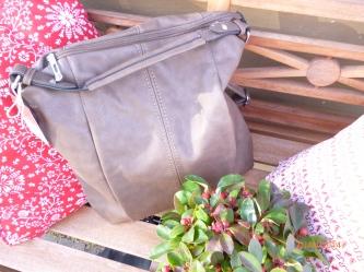 neue Tasche in taupe