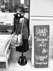 schwarzes Kleid, Top gepunktet