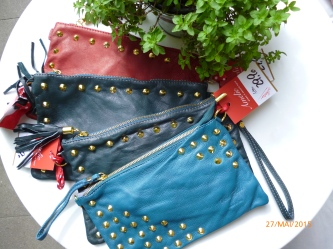 Clutch aus Leder in petrol, dunkelgrün und rot