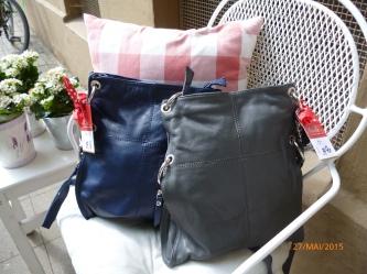 Umhängetasche aus Leder in blau und grau